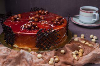 mogyorós-karamellás gluténmentes torta