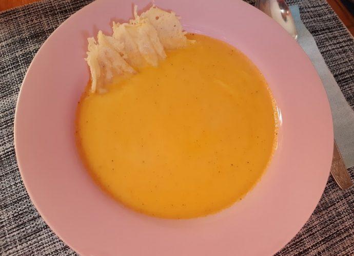 sült sárgarépa krémleves sajtchips-szel